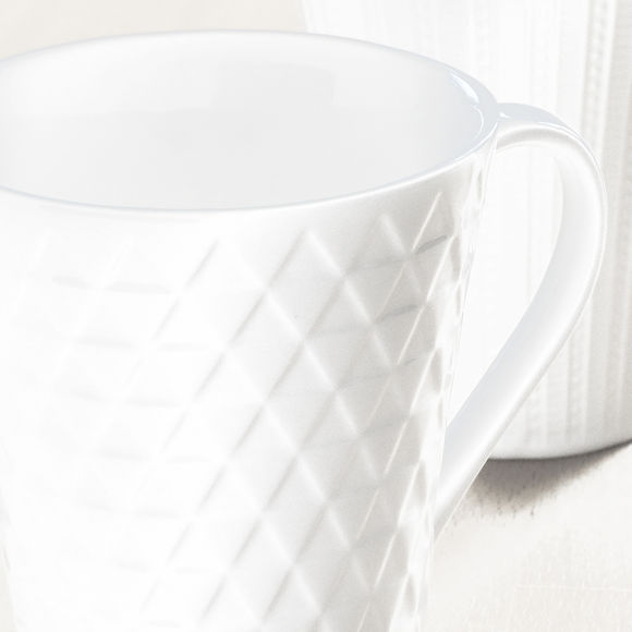 mug blanc en porcelaine motifs triangles 25cl bruno evrard. Black Bedroom Furniture Sets. Home Design Ideas
